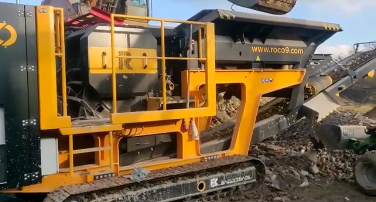 ROCO R9R Crushing Bricks & Rubble