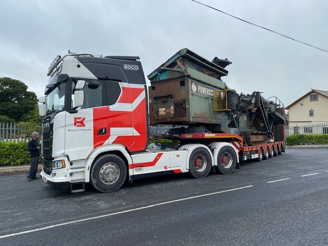 Powerscreen Chieftain 1400 on the move